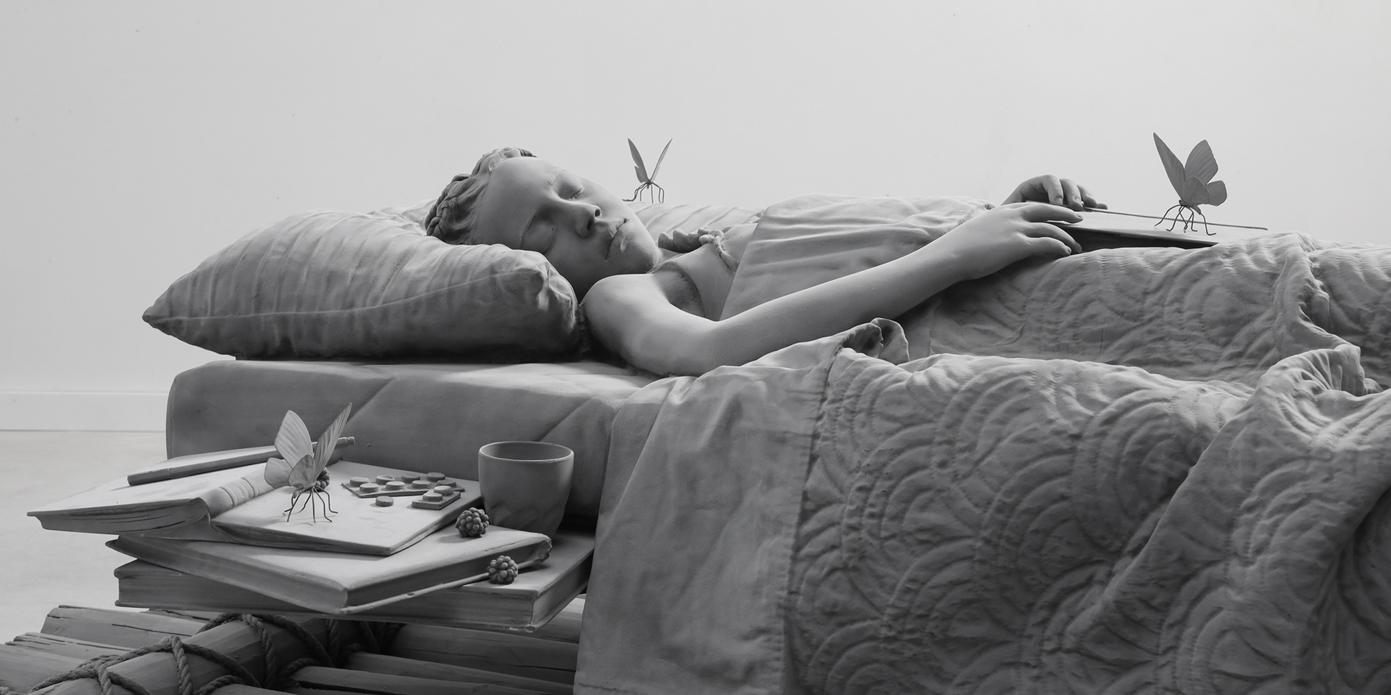 © Hans Op de Beeck, Sleeping Girl, 2018 (Detail) Skulptur aus Polyester, Aluminum und Beschichtung, 210 x 100 x 76 cm  © Studio Hans Op de Beeck / Bildrecht, Wien, 2018