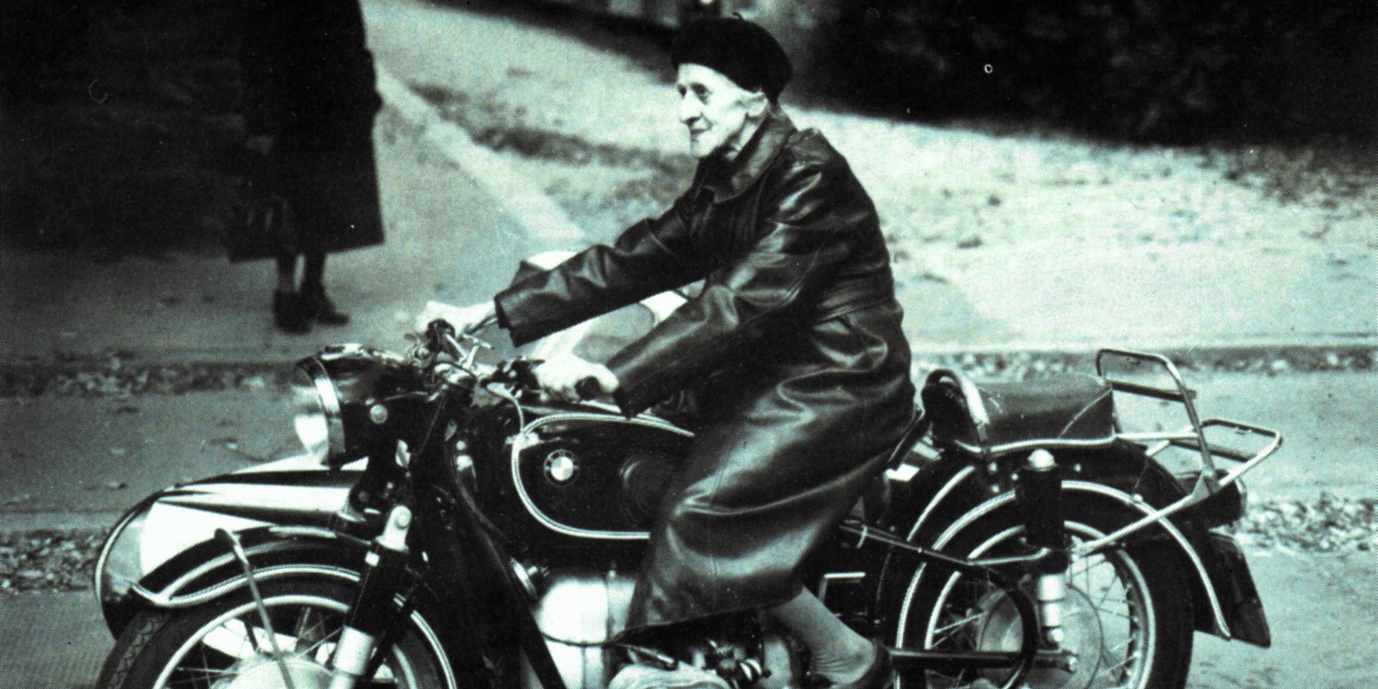 """© Motorrad-Pionierin Maria """"Mitzi"""" Nahmer ;Stadt Krems/Archiv Ernst Kalt"""